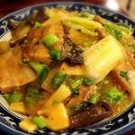 金燕楼 - 豚角煮青菜かけご飯