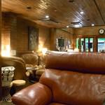 JKカフェ - 2階もある広い店内にゆったりしたソファ☆♪