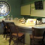 奥沢カフェ&バー ピッコロスタンツァ - カウンター席では楽しい語らいを!