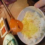 3418461 - 箸で持ち上げられるほど新鮮な卵