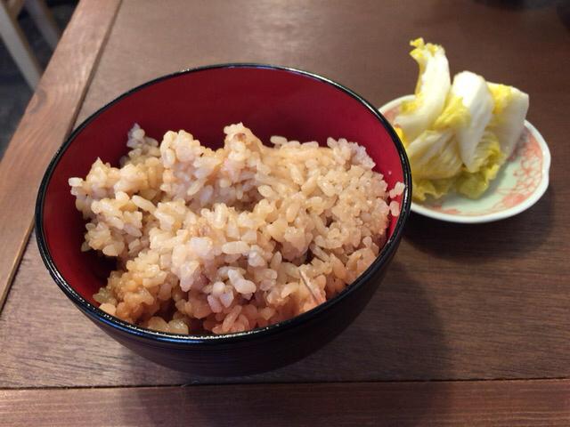 大衆馬肉酒場 冨士山 - ランチタイムはかやくご飯と漬物が食べ放題