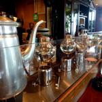 アンクルハウス - 店内 珈琲はサイフォンとネルドリップを豆により使い分け