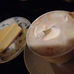 宮越屋珈琲 - カフェクレームと、チーズケーキ