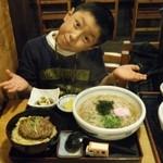 庵 - ハンバーグ丼と温そばセット2玉