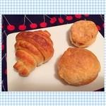 マクロビーナスとパン焼き人 - 今日のパン☻  豆乳クリームビスケット☆ ベジタリアンのためのシュークリームパン☆ クロワッサン☆ (左上から時計回りに)  マクロビなパン(๑′ᴗ‵๑) クリームってなんで作ってるんやろ? めっちゃ美味しい✨ (ビスケットは自作の方が美味しいかも…笑)