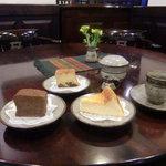 喫茶 美術館 - 料理写真:炭火コーヒーと自家製ケーキ