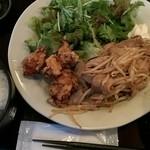 34211498 - 豚の生姜焼きと鶏の唐揚げ定食(850円)