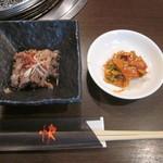 快 - 定食の小鉢とキムチ