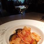 34215889 - 小海老と揚げ茄子のトマトソース スパゲティ