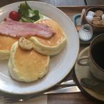 コパン・コピーヌ - リコッタチーズのスフレパンケーキ ベーコン