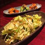 焼肉 琉璃 - チョレギサラダとキムチ盛合せ