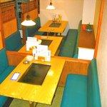 新萬丸亭 - 1階 テーブル席はBOXタイプ。8名様、10名様、最大18名様までOK