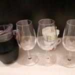 トラットリア バール イル ポルトローネ - ハウスワイン赤カラフ1120円+税、なみなみと3杯入れることができました