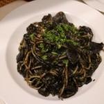 トラットリア バール イル ポルトローネ - イカスミのスパゲッティ1200円+税