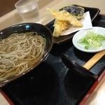 34227237 - 宿場そばの京都タカシマヤ、催事の天ぷらそば850円(15.01)