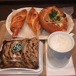 ハースブラウン - カフェオレとパン