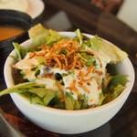 カフェ ガレージ - ランチのサラダ