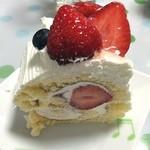 いちごの樹 - 妻のバースデーケーキ(^_^) 私が家に帰った時には、すでにこの一切れになってました。 美味しいケーキでした‼️