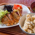 34235418 - となりの八百屋さん定食 豚ロースの味噌漬け焼とお惣菜【2015年1月】
