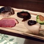 34237695 - 左上から、鯖寿司、鮭の昆布巻き、味噌胡瓜、鴨、里芋田楽