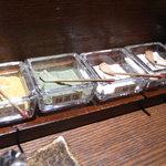 北前居酒屋 佐勘  - 席においてあるお塩たち