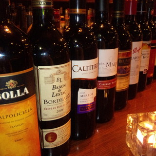 ワインはボトルで980円~の品揃え♪