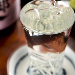 焼き鳥に合う厳選した日本酒、ワイン、焼酎をご用意しています。