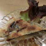 34243015 - 「おつまみコース」の小芋のつぶして海苔を挟んで焼いたの。熱々~♪