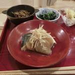 34243023 - 「おつまみコース」の鯖の煮付け、薄切りの良いお味の大根とタップリの生姜と。。。