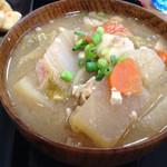 34244683 - 豚汁                       仙台味噌で良く煮込まれて野菜もたくさんで旨い