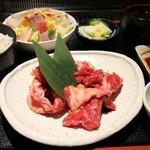 焼肉のがんこちゃん - 中落ちミックス定食 1200円。