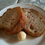 マザー・グース - ランチコース3500円:バケット(かわいらしい形のバター)