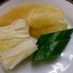 そば処きく池 - そば処 きく池 @板橋本町 舞茸天丼セットに付く美味しい漬物