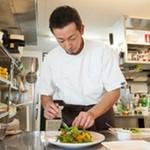 34253185 - 小谷 壮彦シェフ オープンキッチン。厨房は、ピッカピカ。