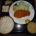 食事処うずめ - ロースかつ定食(930円)