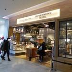 J.S. PANCAKE CAFE  - お店の入り口