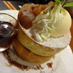 星乃珈琲店 - キャラメルりんごのスフレパンケーキ