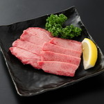 炭火焼肉 まるじゅう - 料理写真:一番人気の厚切り上タン