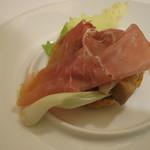 イゾリーナ - ポルチーニ茸と栗のクレスペッレ パルマシュート添え