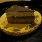 34258697 - ドゥ・ショコラ(320円)+8% オペラ社の単一カカオ豆を使用したチョコレート、カルパノとディボで作ったムースショコラ