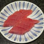 寿司バー・ロイズ - おろしたてのキハダマグロ