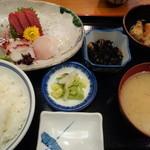 浅草 魚料理 遠州屋 - 刺身盛り合わせ定食