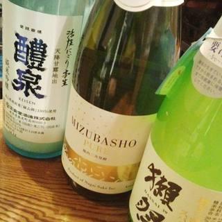 日本酒をメインとしたドリンクメニュー!迷ったときは飲み比べ♪