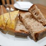 34263002 - お通しのパンとスパニッシュオムレツ(お通し700円)