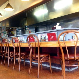 落ち着いた雰囲気のアットホームな店内で本格中華料理をご堪能