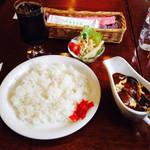 アンクルJr. - カレー サラダ付き、ドリンク+100円で税込1000円