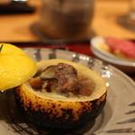 しゅん逢 紗々木 - お肉を柚窯にいれて焼くんです。柚の香りと焦げた香りがほどよく「のって」いい感じです。