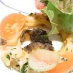 ジャマン - ・・・ドーナツ状に並べた薄切り鮑の上にズイキ?・トマトなどのお野菜が☆♪
