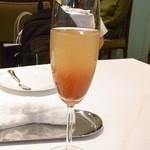 ジャマン - ジャマン・カクテル・メゾン\1000 シャンパン+りんごジュースのオリジナルカクテル☆♪