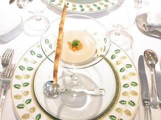 ジャマン - 小さい前菜 金時薩摩芋の冷たいスープ ウニとチーズパイのせ☆♪